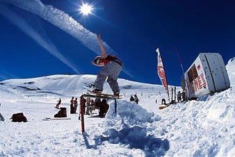 Frontside Boardslide 2 (Snowskate)