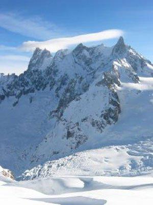 Grand Jorasse (N Face Walker Spur 4208m) to Dent du Geant L to R