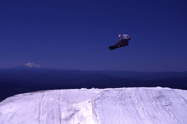 Snowboarder spinning some grab