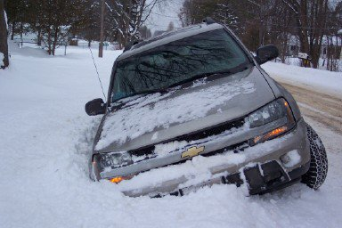 my GF dumped her dad's brand new TrailBlazer in the ditch!!!!