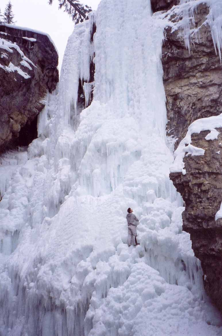 FREECLIMBING a Huge Water/ice Fall