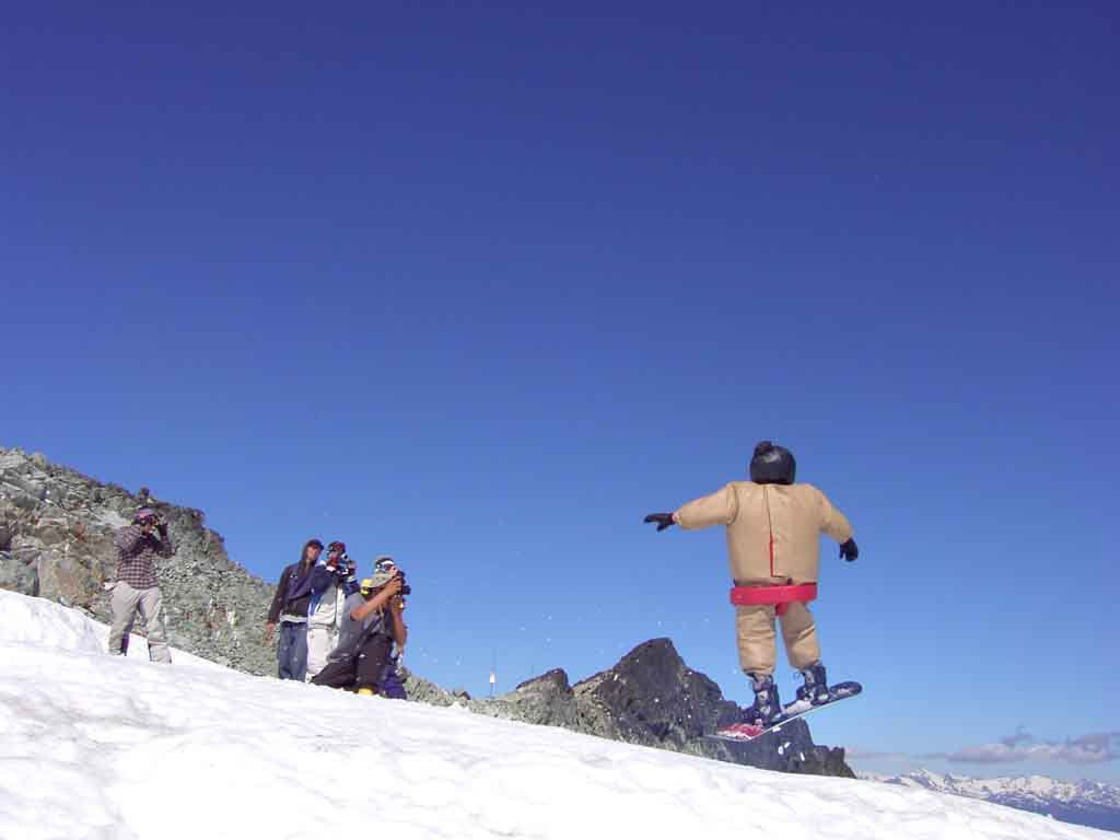 Sumo-Snowboarder - Funny even though not a skier