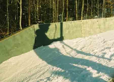 The sun falls, the skier rises