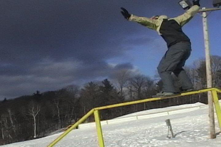 Boardslide battlship rail on snowskate