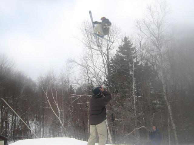 midget in air grabs ski