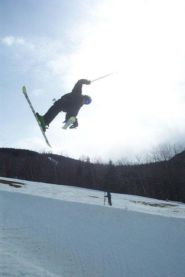 A skier Boostin'