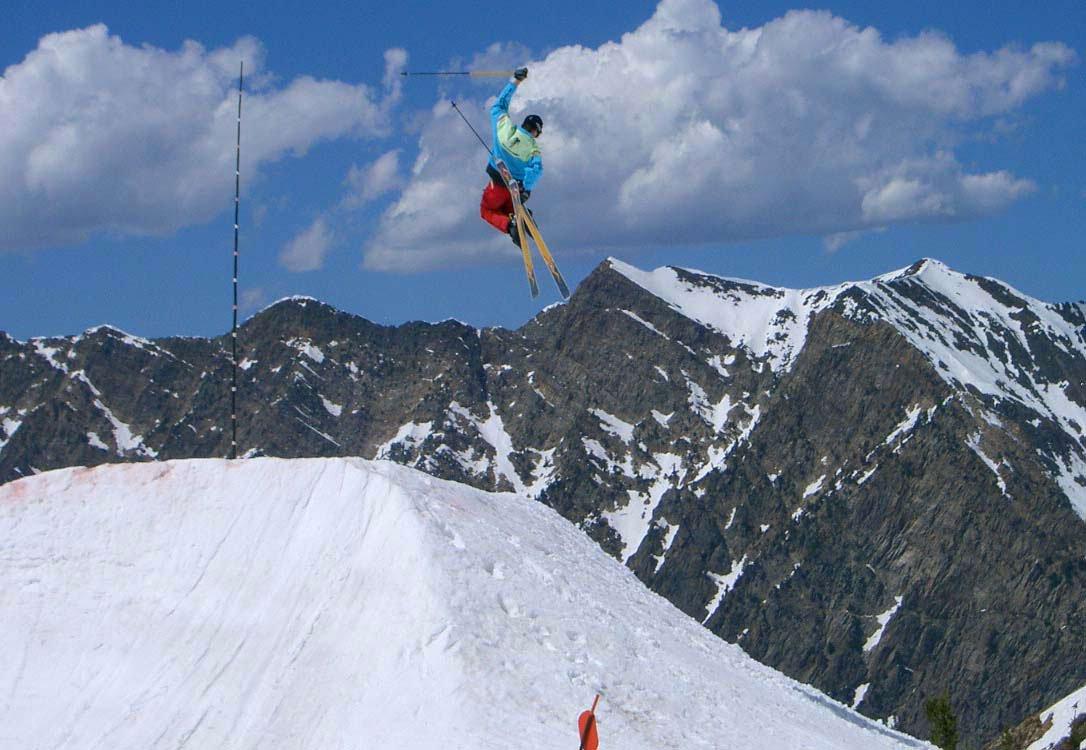 Spring skiing hip