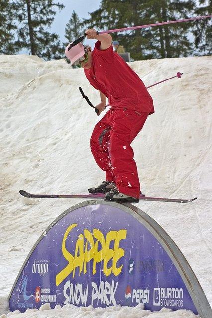 sliding reinbow with one ski