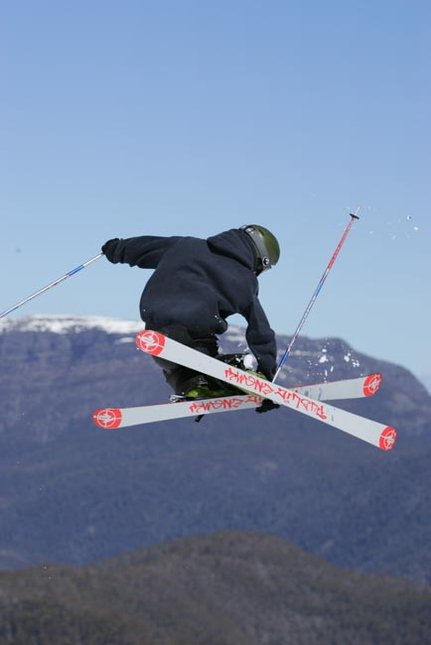 me doin a mute on tha big air site at buller