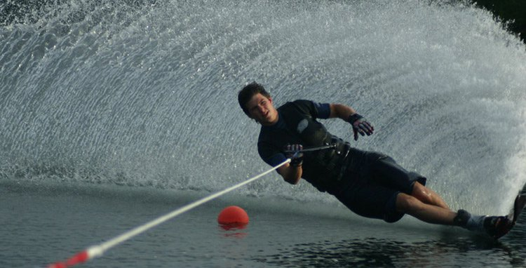 Waterskiing pic