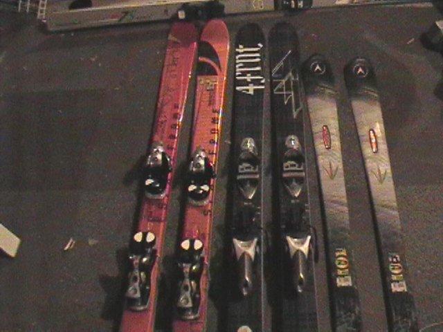 skis 3