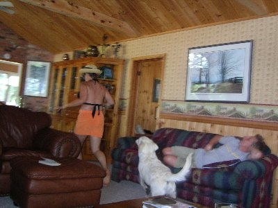 daws chases mom while pops asleep on couch