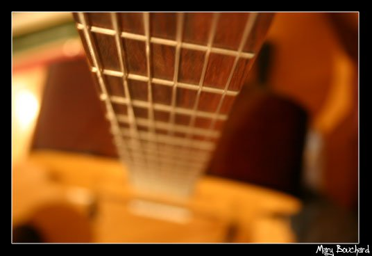 eet's eh geetare.... it's a guitar....