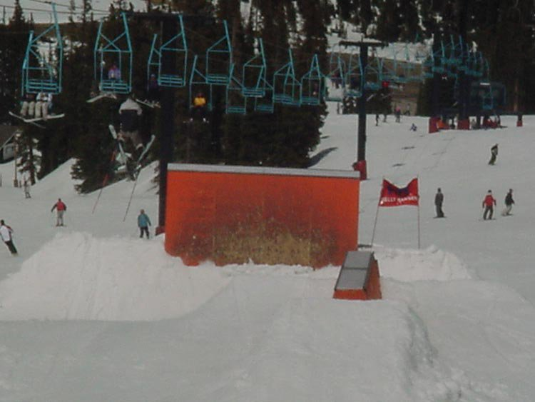 some gaper taking out the siver sign -  funny shit