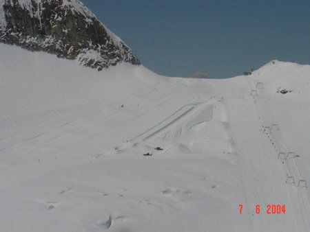 Its so cool to ski in the Summer. 10 C° so cool!!!