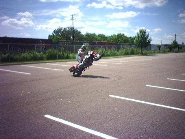 sportbike freestyle - just learned circle wheelies