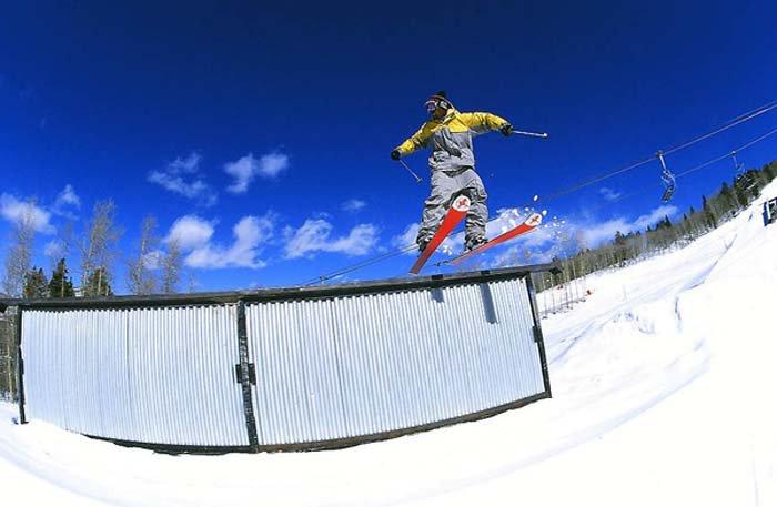Black skier holla