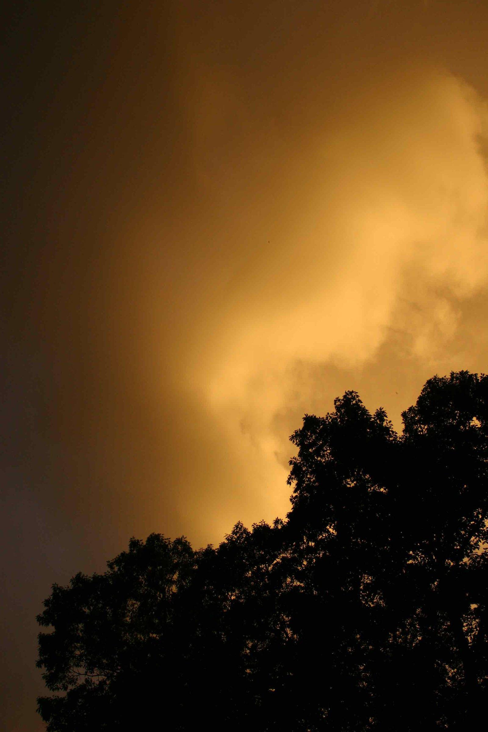 dark lighting in the sky during sunset