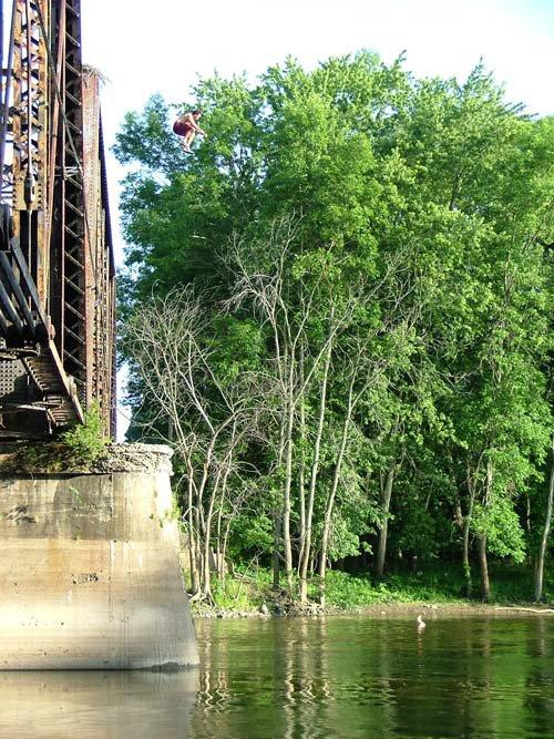 Hawks Nest Bridge, How tall do you think it is?