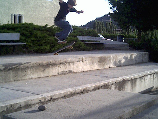 frontside pop shuvit