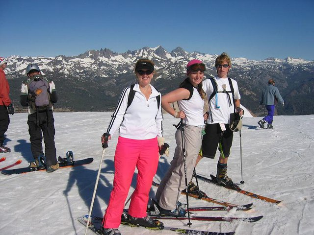 Typical skier familly.......... so fashionable on the slopes!