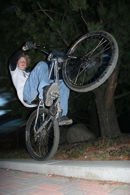 Chill manual on a small ledge (bike)