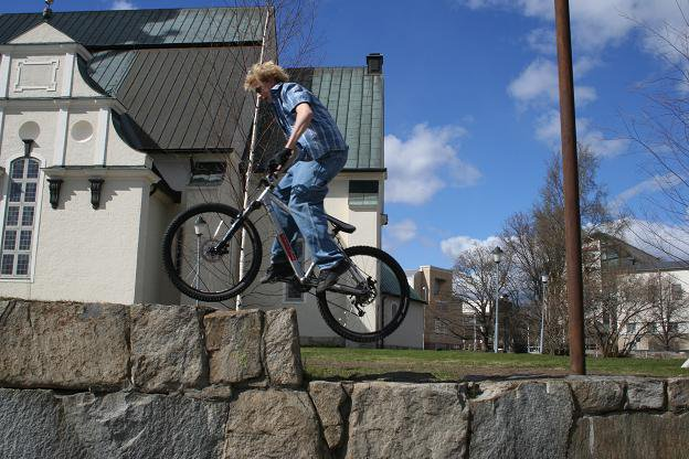 Riding up a wall (bike)