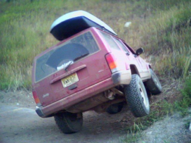 <b>Jeep 3 wheeling :)<b>