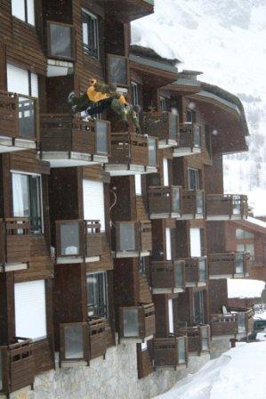 30 feet balcony flip