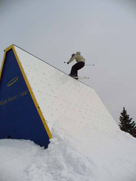 Wall stall