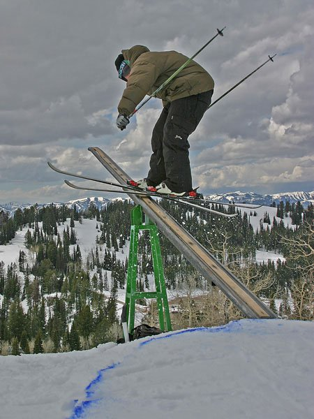 Sam from TGR showin how its done on the teeter tooter rail!