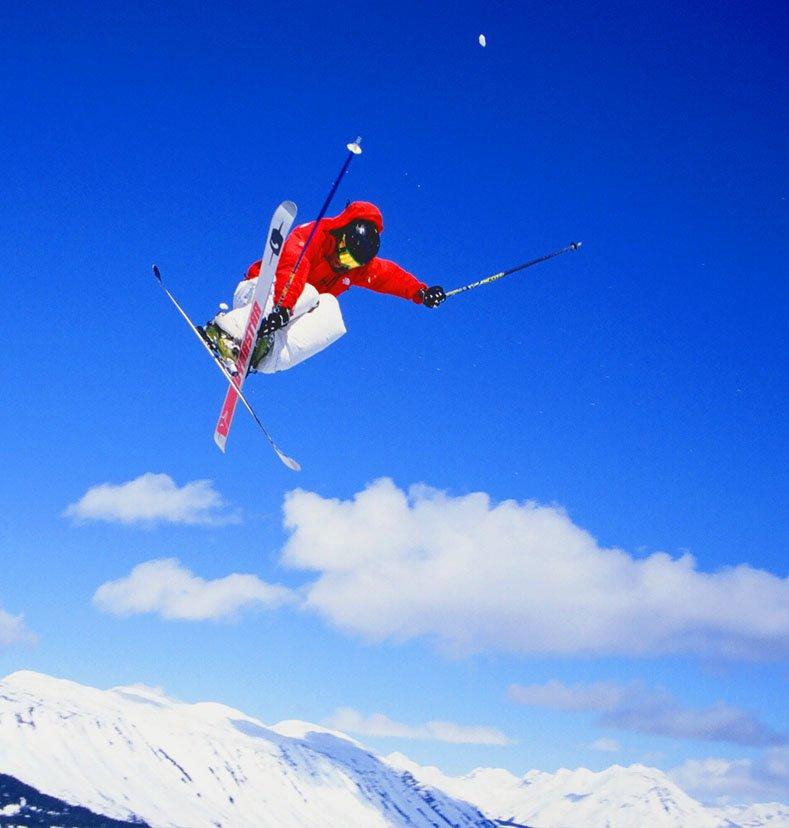 luke Tanaka skiiing