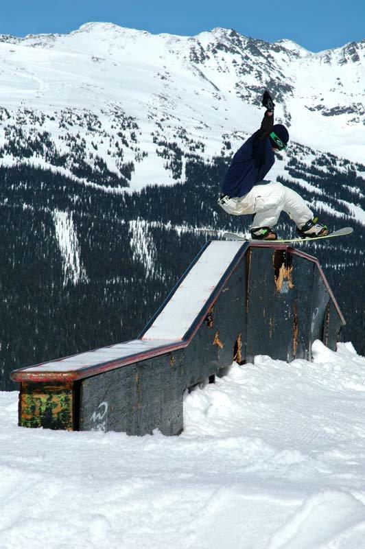 Snowboard: Flat-up-flat-flat-down tailslide