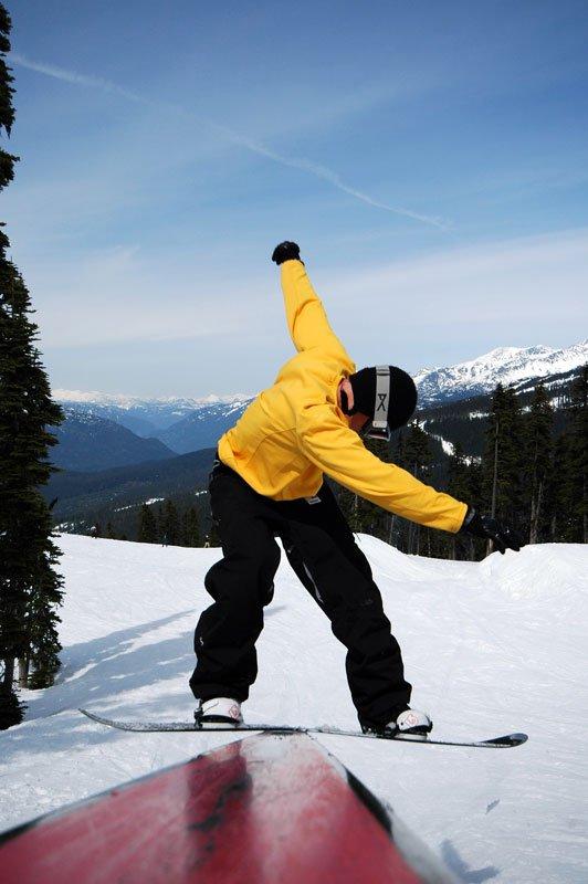 Snowboard: FS boardslide, streetrail (2)