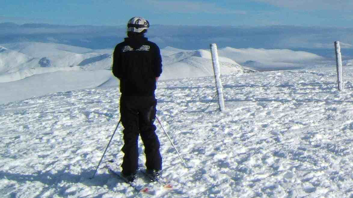 what you cant see is the waist deep pow over the edge, the posts mark the patrol boundary