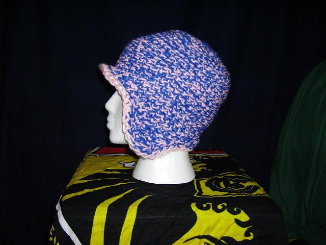 crocheted hat w.brim