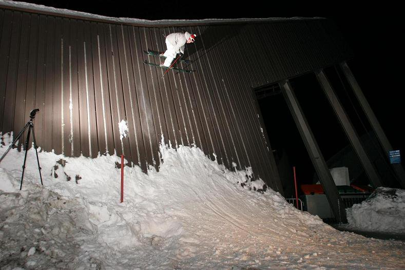 night shot on cable car station wallride