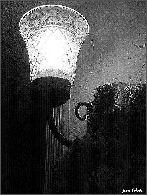 Creeped out lighting device
