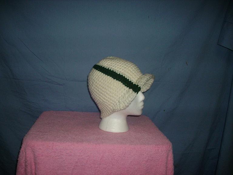 White visor beanie w/green stripe