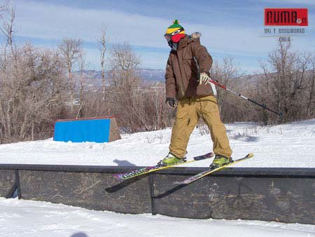 Rail powderhorn