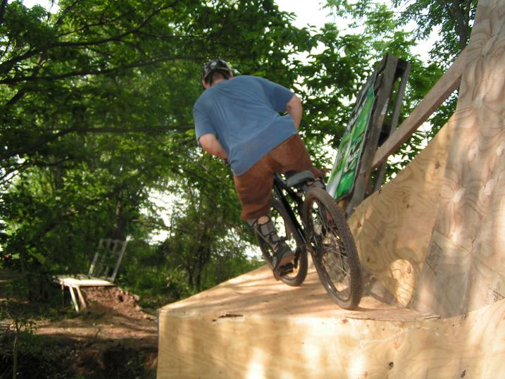 Platform on end of wallride