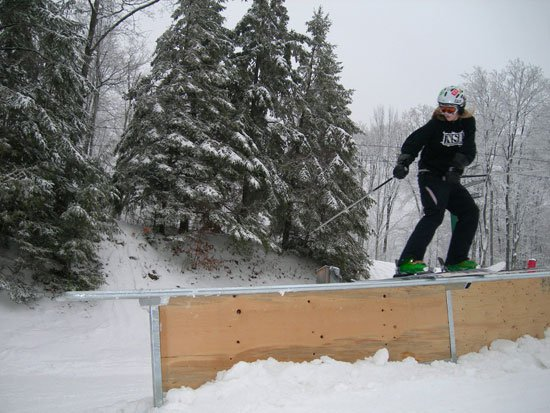 HAHA... disco on skis