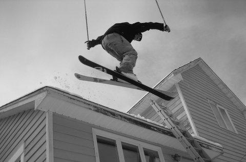 Roof drop(b&w)