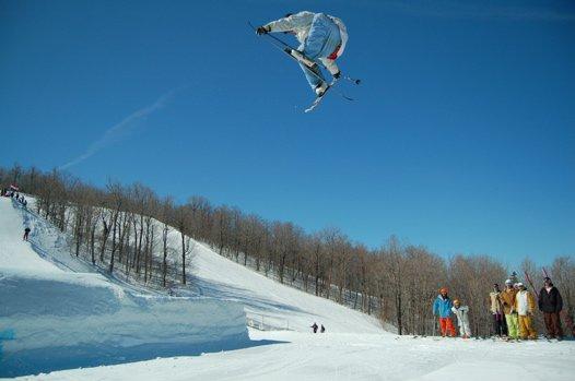 Double ski grabber.