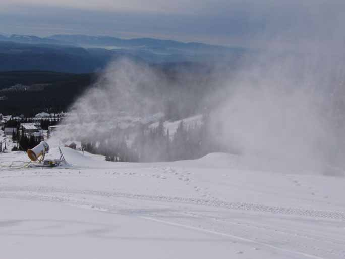 Snowmaking at Big White!