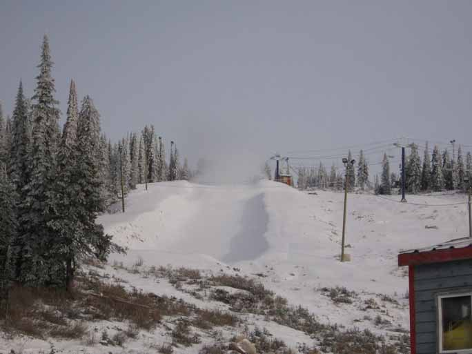 Snowmaking in Big White Halfpipe