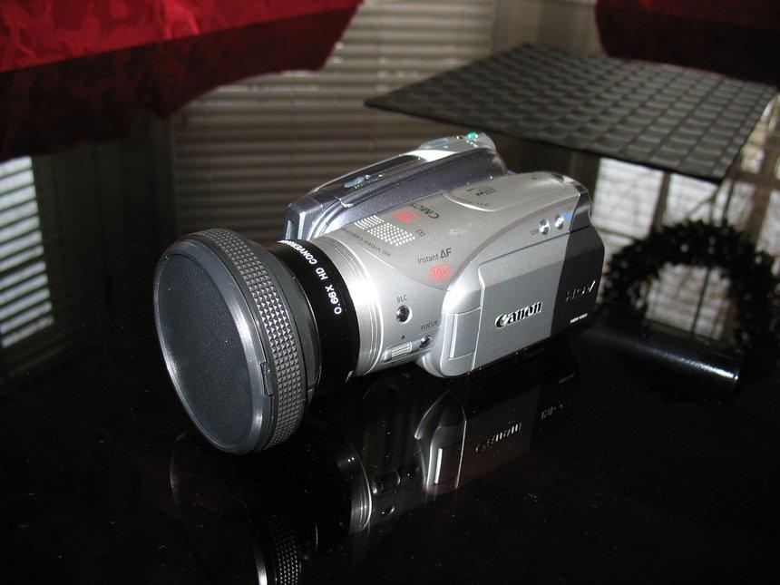 Hv20 w/ Raynox 6600