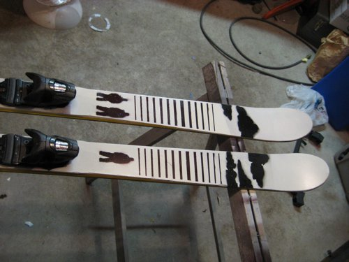Tips of painted skis