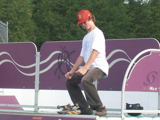 Skateboarding is my summer sport.