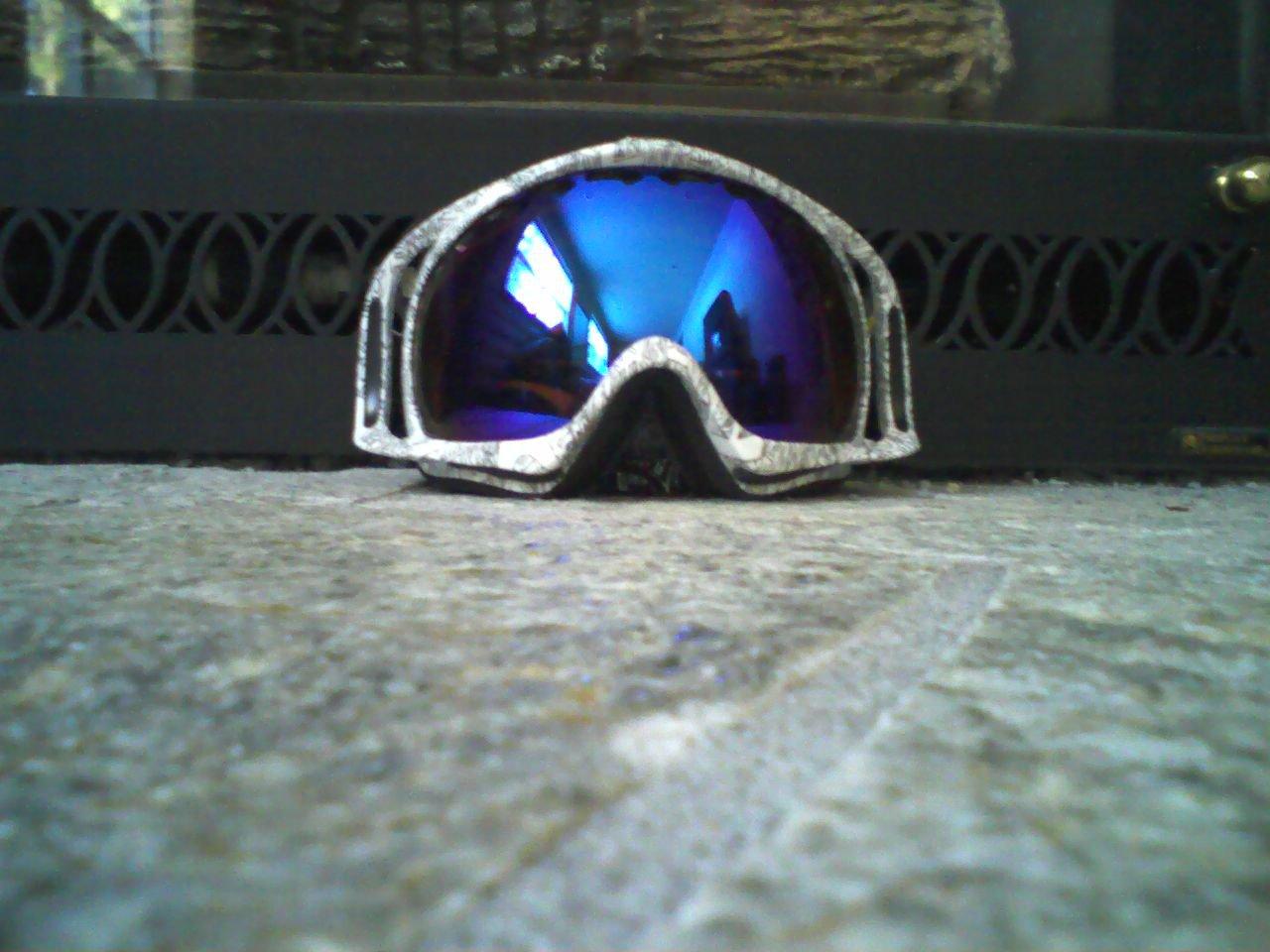 Blue iridium lens